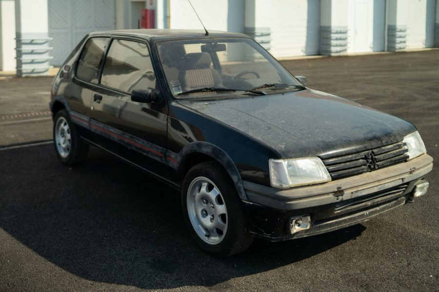 Peugeot-restaura-et-vendra-cette-205-gti-1.9