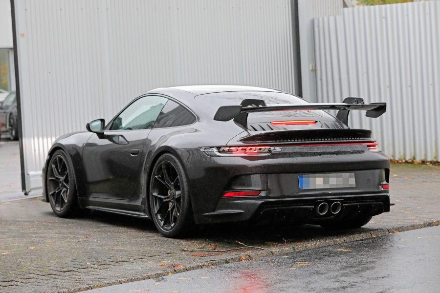 Porsche-911-GT3-Elle-abandonne-son-camouflage