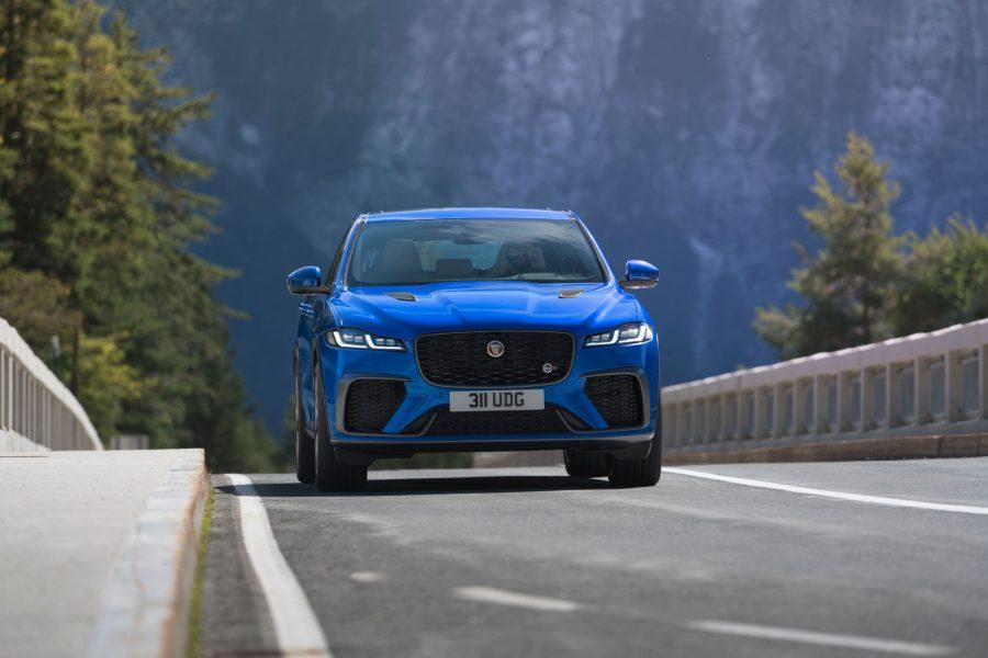 Jaguar-F-Pace-SVR-2021-plus-rapide-et-plus-luxueux