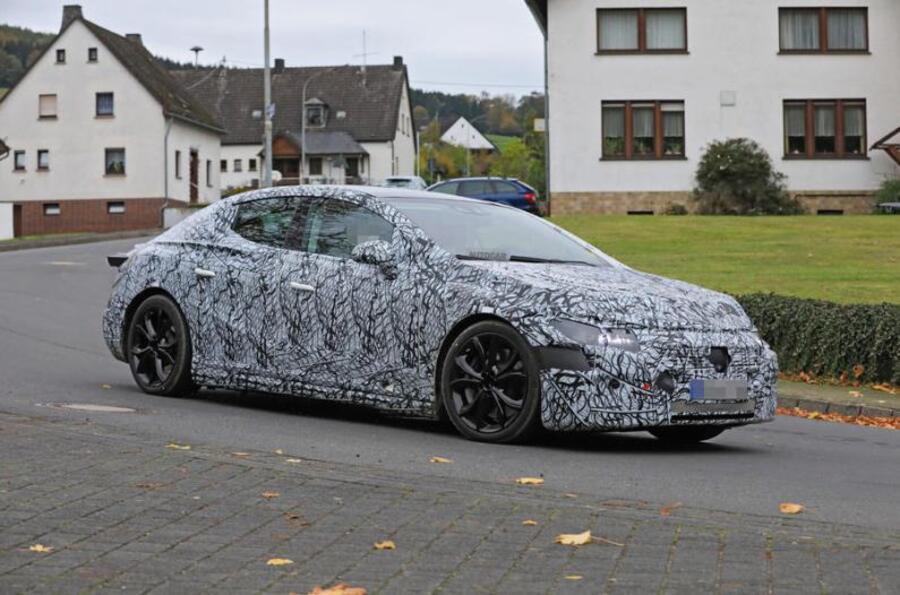 Mercedes-EQE-La-berline-électrique-cache-son-apparence